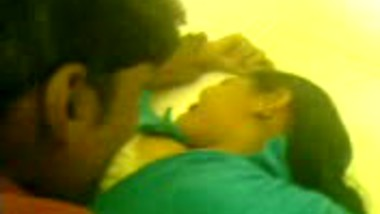 Desi sex video – Bf smooches Bengaluru gf for first time
