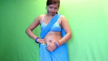 Desi Girl Saree Fashion Photoshoot (Nipples Visible Thought Saree)