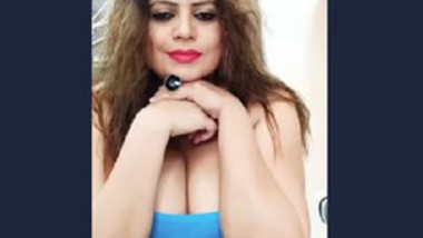 Sapna Live On Insta in Deep-neck Top