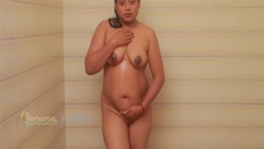 Indian porn girl Monalisa solo nude bath video