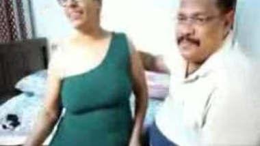 Tamil Couple Tarivishu on Cam Play Hot