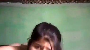 Getting tired of being alone Desi whore masturbates in XXX stream