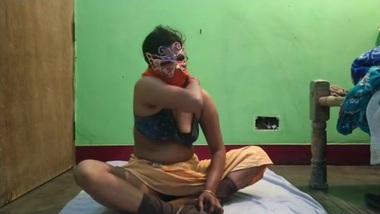 Indian tamil housewife having hardcore sex with...